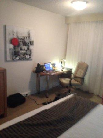 Best Western Plus Launceston: Desk area