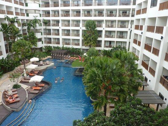 Deevana Plaza Phuket Patong: Hotel Swimming Pool