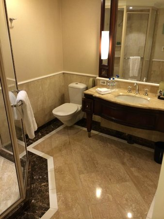 Shangri-La Hotel Sydney : Shangri-La Bathroom
