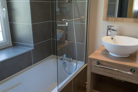 Hotel la Vallee Blanche: バスルーム