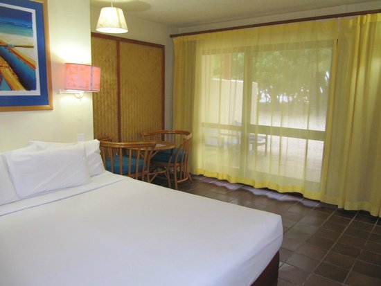 The Rarotongan Beach Resort & Spa: Beachfront ground floor room