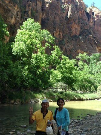 Zion's Main Canyon: hiking along the riverside walk to Temple of Sinnawave