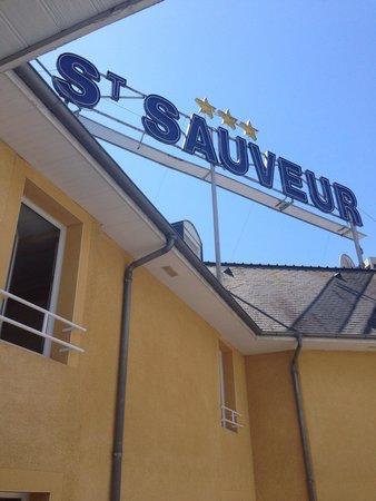 Saint Sauveur: Vue des toilettes de notre duplex. Ce panneau est visible depuis le sanctuaire donc il est très