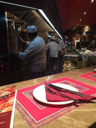 Maroush Express: View from where I was sitting...oh how hard it was to not see I had no food and was staring at t