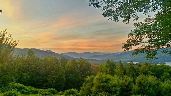 Ashokan Dreams B&B: Summer Sunset over Mount Tremper