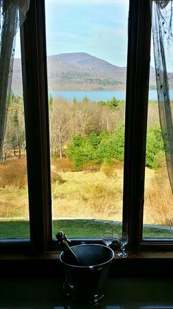 West Shokan, NY: Meadow Suite view towards meadow