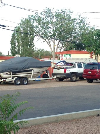 Red Rock Motel : a place to park my boat and trucks