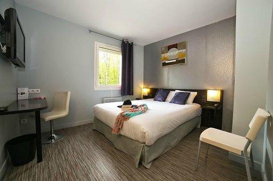 Inter-Hotel Le Garden Tours-Sud : Chambre lit double