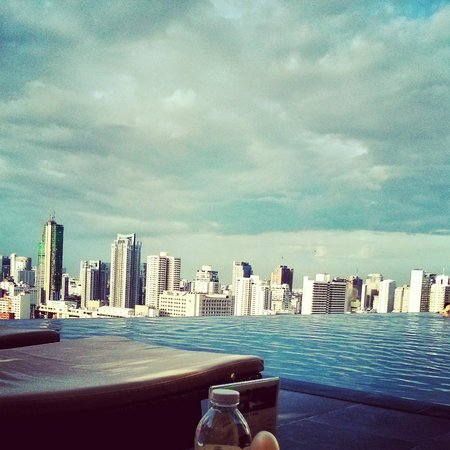 The Okura Prestige Bangkok : Skyline view from the pool