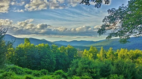 Ashokan Dreams Bed and Breakfast : Summer sunset over the Catskills