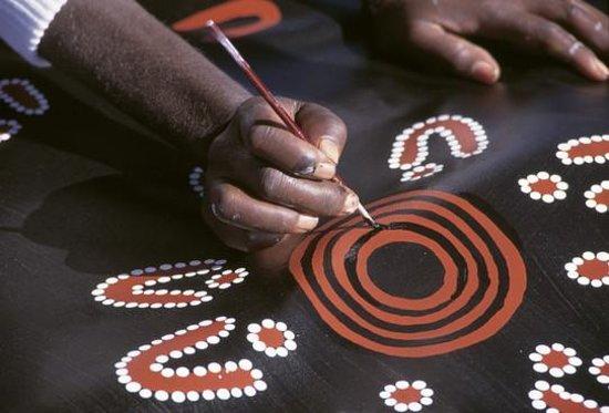 Territoire du Nord, Australie : Papunya artist, Central Australia