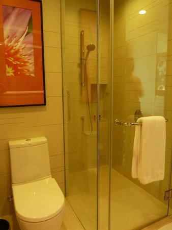 Eastin Grand Hotel Sathorn: cuarto de baño