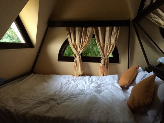 Crazy House: Bed In Honeymoon Room
