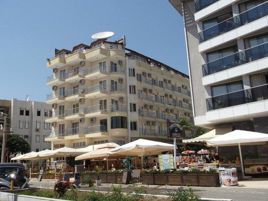 Asli Hotel: отель со  стороны набережной