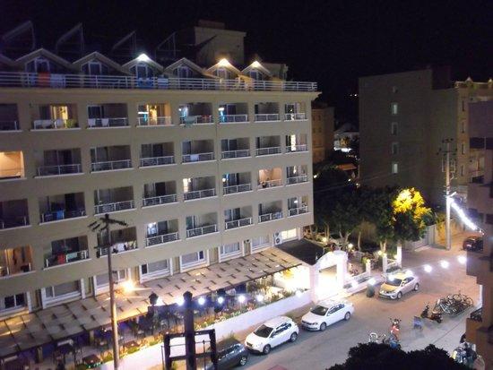 Hotel Asli: вечерний вид из номера