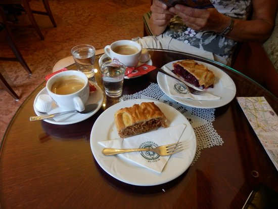 Ruszwurm: Great coffee, tasty traditional apple pie, but cherry pie disappointing