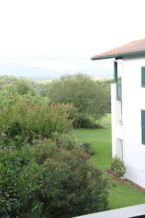 Pierre & Vacances Résidence Les Terrasses d'Arcangues : vue de la terrasse couverte