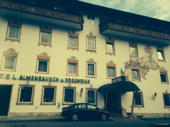 Hotel Almenrausch und Edelweiss: The front of the hotel