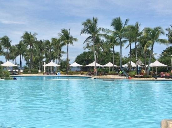 Shangri-La's Mactan Resort & Spa: a very typical view - beautifully maintained