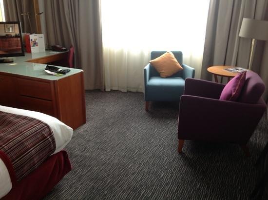 Park Inn by Radisson Hotel & Conference Centre London Heathrow: room sitting area