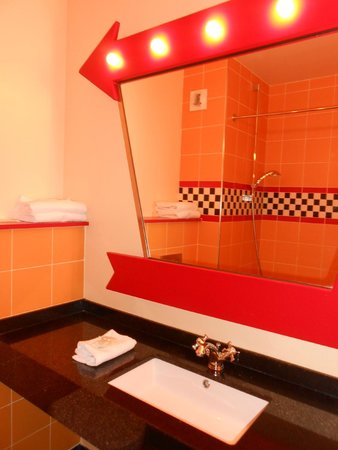 Salle de bains photo de disney 39 s hotel santa fe marne la vall e tripadvisor - Chambre hotel santa fe disney ...