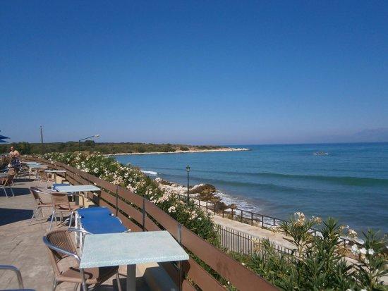 Mareblue Beach Resort: Widok z tarasu przy basenie