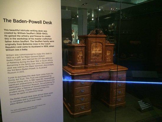 Musée du mémorial de guerre d'Auckland : The Baden Powell desk