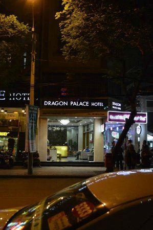 Dragon Palace Hotel: Front of Hotel