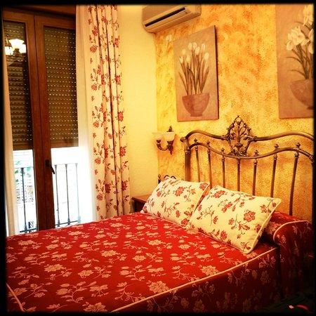 Hostal Lima: Zimmer (superbequemes Bett, unbequeme Kissen)