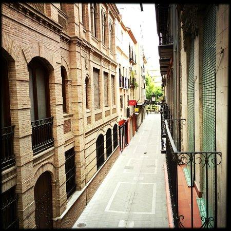 Hostal Lima: Blick aus dem Fenster/Mini-Balkon