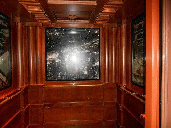 Disney's Hotel New York: l ascenceur