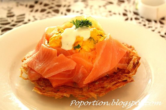 Trevallyn House B & B: Saffron infused Scrambled eggs with Smoked Salmon