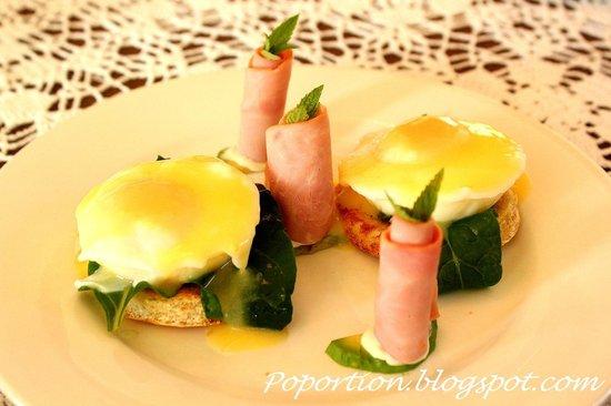 Trevallyn House B & B: Eggs Florentine