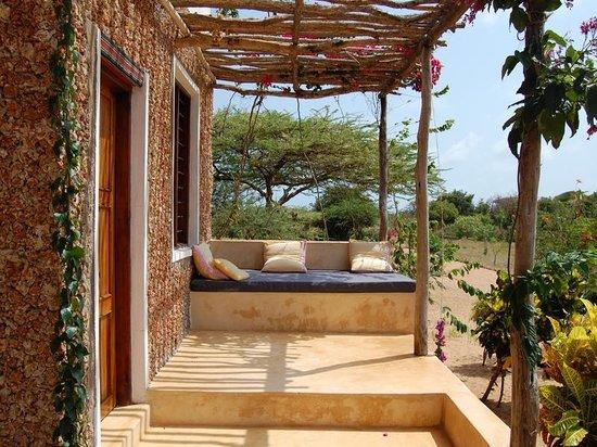 Mkoko House: Garden veranda in front of downstairs bedroom