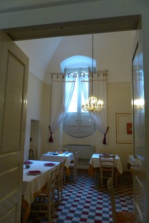 Masseria Baroni Nuovi: Vaulted breakfasting room - lovely continental selection +++