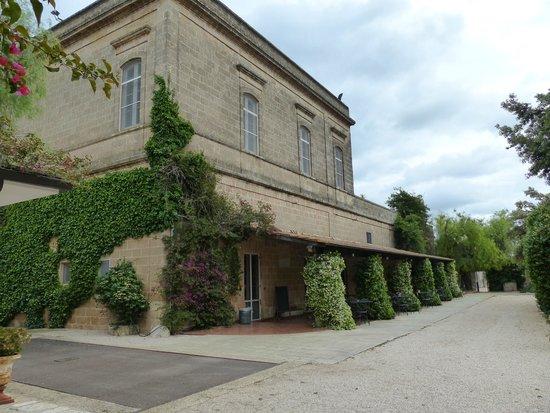 Masseria Baroni Nuovi: Main building, breakfast and dining underneath