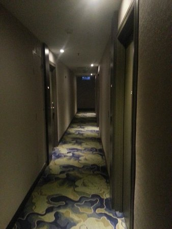 Pacific Express Hotel: corridors (actually darker than on this picture)