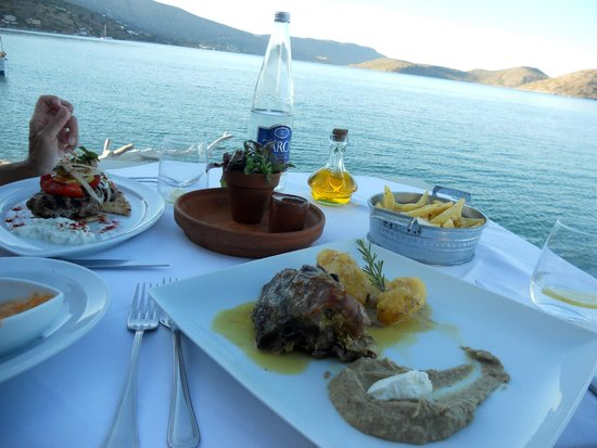 Ferryman Taverna : Delicious food and an amazing view