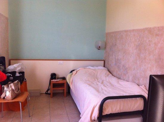 Bella Napoli: Απλό δωματιο ,μονόκλνο
