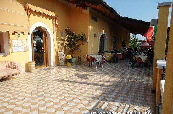 Locanda le Piante: Ingresso reception e veranda