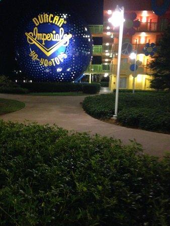 Disney's Pop Century Resort : Stairway (Really Big YoYo)
