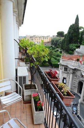 Hotel Pace Helvezia: Floor five,room 86. Balcony.