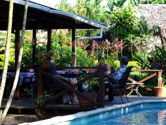 Samoan Outrigger Hotel: Pool and dinning area