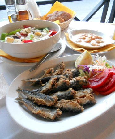 To paradosiako Taverna : Fried sardines