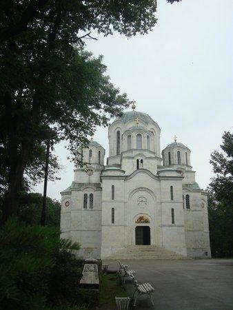 Oplenac: church outside