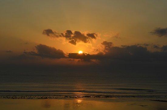 Inna Grand Bali Beach Hotel: рассвет