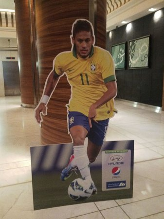 Sheraton Dammam Hotel & Convention Centre : Neymar image in the lobby