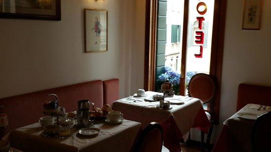Hotel Orion: зал для завтраков