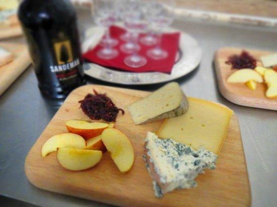 Chalet Bonjour-Bonjour: Cheese & Port