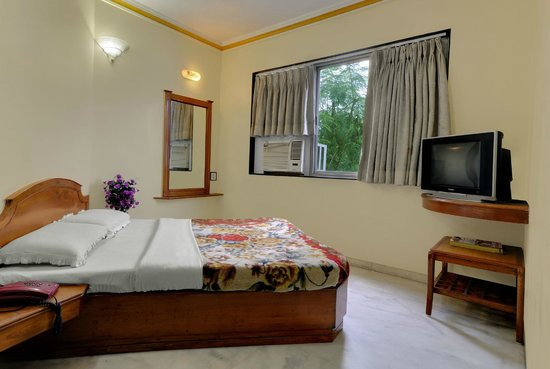 Oasis Hotel Ahmedabad: DOUBLE ROOM (COMBINE BED)